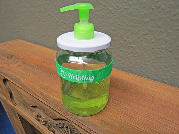 Comment créer un distributeur de savon à partir d'un simple bocal de verre ?